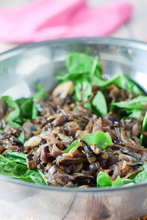 Onion, mushroom and garlic on the spinach for the super tasty spinach salad